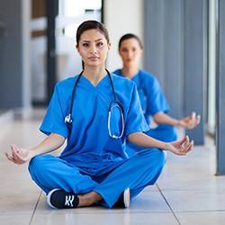 Relaxation et sophrologie comme outils de soins